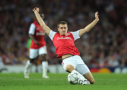 28.09.2011, Emirates Stadium, London, ENG, UEFA CL, Gruppe F, FC Arsenal (ENG) vs Olympiakos Piräus (GRE), im Bild Arsenal's Aaron Ramsey in action against Olympiacos // during the UEFA Champions League game, group F, ENG, UEFA CL, FC Arsenal (ENG) vs Olympiakos Piräus (GRE) at Emirates Stadium in London, United Kingdom on 2011/09/28. EXPA Pictures © 2011, PhotoCredit: EXPA/ Propaganda Photo/ Chris Brunskill +++++ ATTENTION - OUT OF ENGLAND/GBR+++++