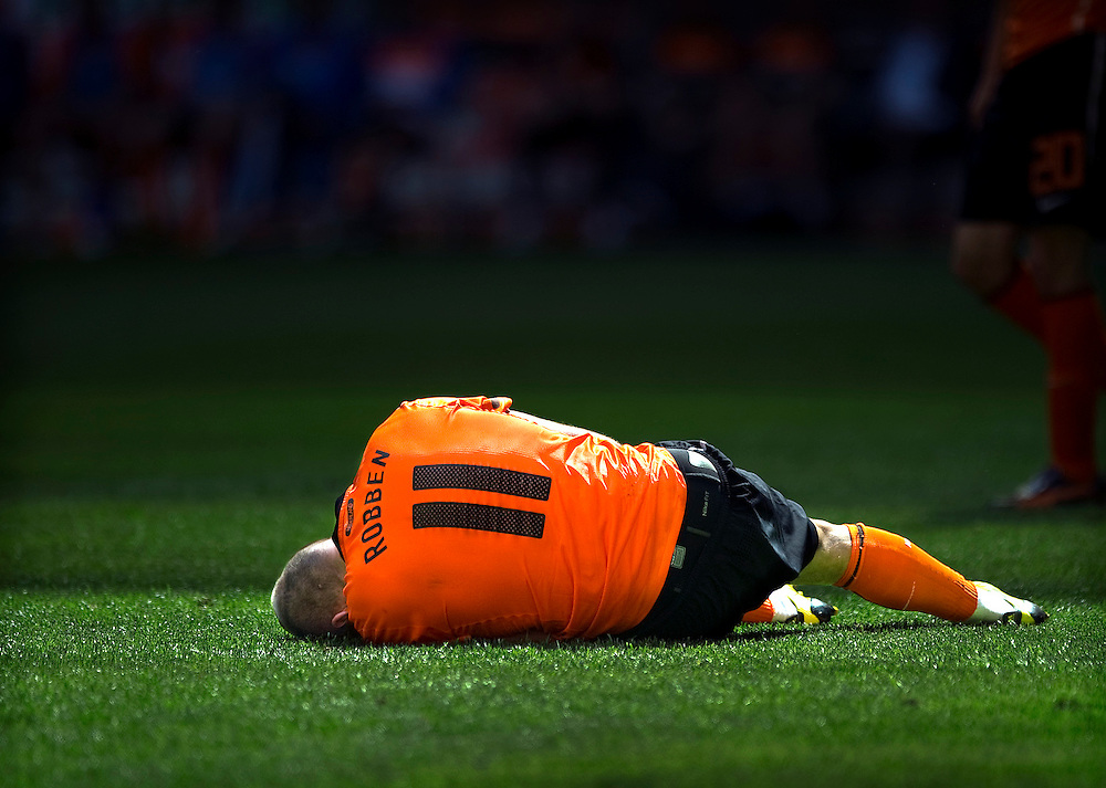 The Netherlands, Amsterdam, 05-06-2010.<br /> Football, International, Friendly match.<br /> The Netherlands vs Hungary : 6-1.<br /> The dutch striker Arjen Robben lays on the pitch because he has suffered an injury to his hamstrings of his left leg.<br /> Photo : Klaas Jan van der Weij