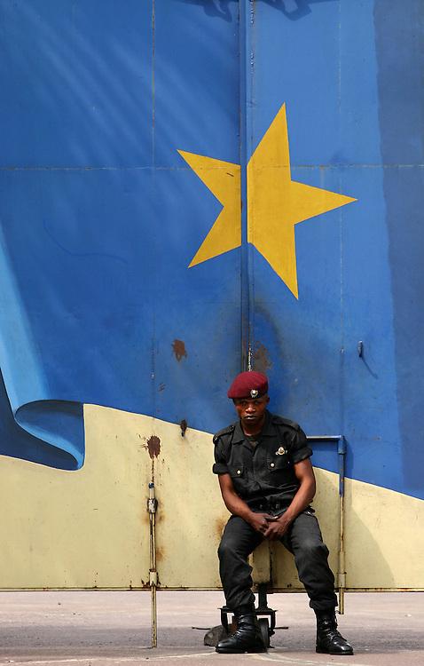 Kinshasa/Kamina November 30, 2005 - An unidentified Congolese army