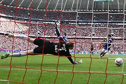 30.04.2011, Allianz Arena, Muenchen, GER, 1.FBL, FC Bayern Muenchen vs FC Schalke 04 , im Bild  Tor zum 1-0 durch Arjen Robben (Bayern #10) , EXPA Pictures © 2011, PhotoCredit: EXPA/ nph/  Straubmeier       ****** out of GER / SWE / CRO  / BEL ******
