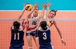 18-08-2016 BRA: Olympic Games day 13, Rio de Janeiro<br /> De Nederlandse volleybalsters hebben niet kunnen stunten met een plaats in de finale van het olympisch toernooi. China, dat in de groepsfase nog met 3-2 geklopt werd, won na een thriller van ruim twee uur: 3-1 (27-25, 23-25, 29-27, 25-23). / Lonneke Sloetjes #10