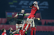 Grant Gilchrist of Edinburgh claims a line out ball. Guinness Pro12 rugby match, Ospreys v Edinburgh Rugby at the Liberty Stadium in Swansea, South Wales on Friday 2nd December 2016.<br /> pic by Andrew Orchard, Andrew Orchard sports photography.