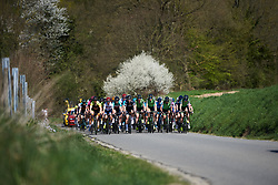 The peloton approach at La Flèche Wallonne Femmes 2018, a 118.5 km road race starting and finishing in Huy on April 18, 2018. Photo by Sean Robinson/Velofocus.com