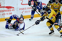 Ishockey , Get - ligaen ,<br /> Kvartfinale 4 av 7<br /> 08.03.2013 <br /> Hamar OL-Amfi<br /> Storhamar  Dragons  v Sparta  2-3<br /> Foto:Dagfinn Limoseth  -  Digitalsport<br /> Shay Stephenson    , Sparta  og Fredrik Börjesson , Storhamar