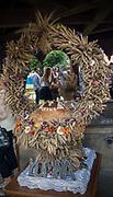 """Pokaz wieńców dożynkowych w ramach dwudniowego Jarmarku """"Wiśnickie Specjały"""", Nowy Wiśnicz, Polska<br /> Presentation of harvest wreaths within the two-day Fair """"Special Products from Wiśnicz"""", Nowy Wiśnicz, Poland"""