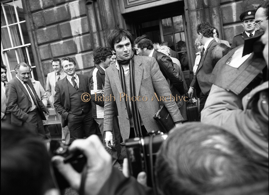 TDs arrive for the opening session of the 23rd Dáil...9-03-82.03-09-1982.9th March 1982..Pictured At Leinster House. ..Dublin Central Independent TD Tony Gregory
