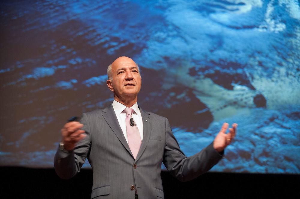 Nederland, Amsterdam, 25 april 2012.Wubbo Ockels spreekt op een congres, achter hem een satelietfoto met nederland tussen de wolken..Rai, Amsterdam..Foto (c): Michiel Wijnbergh