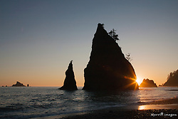 United States, Washington, Olympic National Park, Second Beach, Seastacks and Pacific Ocean at sunset