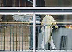 26.03.2020, Uttendorf, AUT, Coronaviruskrise, Österreich, im Bild Mitarbeiter mit Schutzkleidung. Im Seniorenheim in Uttendorf ist eine Mitarbeiterin erkrankt. Alle Bewohner und Mitarbeiter werden nun auf SARS-CoV-2 getestet. Das Heim wurde unter Quarantäne gestellt // Employee with protective clothing. In the retirement home in Uttendorf one of the employees is sick. All residents and employees are now being tested for SARS-CoV-2. The home has been quarantined during the Coronavirus pandemic, Uttendorf, Austria on 2020/03/26. EXPA Pictures © 2020, PhotoCredit: EXPA/ JFK