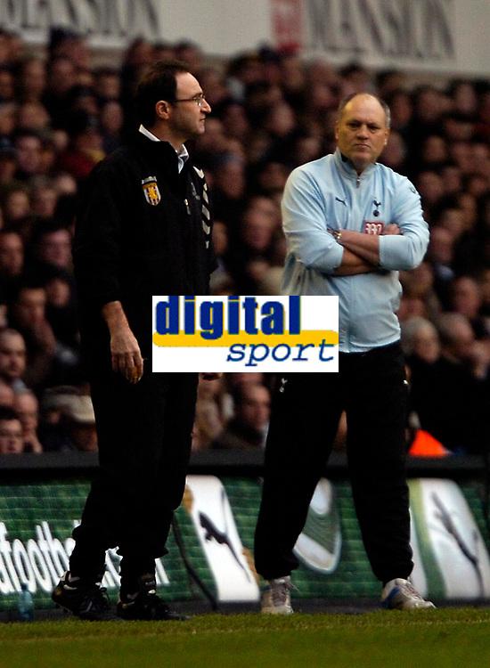 Photo: Ed Godden.<br /> Tottenham Hotspur v Aston Villa. The Barclays Premiership. 26/12/2006. Villa Manager Martin O'Neill (L) and Spurs' Manager Martin Jol.