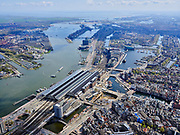 Nederland, Noord-Holland, Amsterdam; 16-04-2021; centrum van de stad met Centraal Station en voormalige Oostelijk havengebied , gezien naar IJburg en IJsselmeer. IJ en IJ-oever.<br /> Amsterdam city center with Central Station and former Eastern harbor area, seen towards IJburg and IJsselmeer.<br /> <br /> luchtfoto (toeslag op standard tarieven);<br /> aerial photo (additional fee required)<br /> copyright © 2021 foto/photo Siebe Swart
