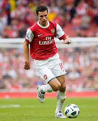 21.08.2010, Emirates Stadium, London, ENG, PL, FC Arsenal vs FC Blackpool, im Bild Arsenal's Robin van Persie in possesion. EXPA Pictures © 2010, PhotoCredit: EXPA/ IPS/ Mark Greenwood +++++ ATTENTION - OUT OF ENGLAND/UK +++++ / SPORTIDA PHOTO AGENCY
