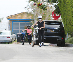 Jennifer Garner and Samuel Affleck ride their bikes in Los Angeles, California. NON-EXCLUSIVE April 05, 2020 200405BG0042 Los Angeles, CA www.bauergriffin.com. 05 Apr 2020 Pictured: Jennifer Garner. Photo credit: BG004/Bauergriffin.com / MEGA TheMegaAgency.com +1 888 505 6342