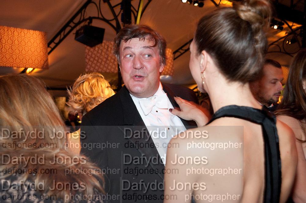 STEPHEN FRY; MARGOT STILLEY, Evgeny Lebedev and Graydon Carter hosted the Raisa Gorbachev charity Foundation Gala, Stud House, Hampton Court, London. 22 September 2011. <br /> <br />  , -DO NOT ARCHIVE-© Copyright Photograph by Dafydd Jones. 248 Clapham Rd. London SW9 0PZ. Tel 0207 820 0771. www.dafjones.com.