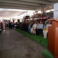 Toluca, México.- Martha Hilda González Calderón, alcaldesa de Toluca, acompañada por Gabriel Flores Tapia, Coordinador Municipal de Protección Civil y Bomberos de Toluca,  Edgar Martínez Novoa, Presidente del Patronato Amigo de los Bomberos, durante la entrega de reconocimientos y equipo a los Bomberos de Toluca reconociendo la gran labor a favor de la ciudadanía que realizan día con día. Agencia MVT / Crisanta Espinosa