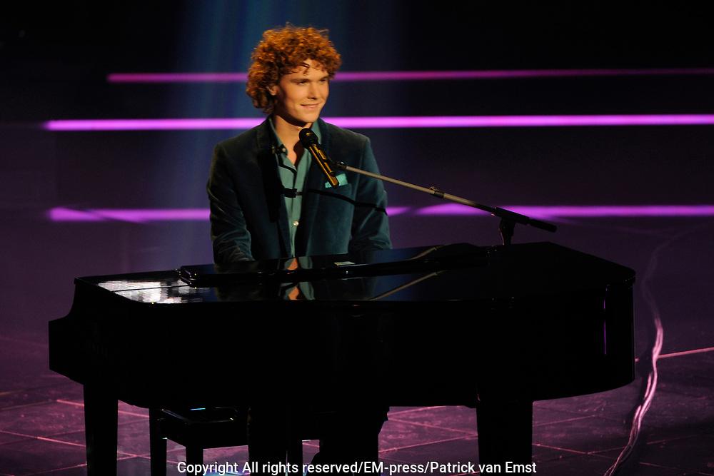Eerste Live Show van de Voice of Holland in Studio 22 in Hilversum.<br /> <br /> Op de foto:  Rodney Elzer