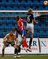 Fotball , Tippeligaen 05.06.2006<br /> Lyn v Viking  0-0<br /> Lyn, Kristian Flittie Onstad - Viking, Allan Gaarde, Peter Kovacs, Anthony Basso<br /> Foto: Robert Christensen - Digitalsport