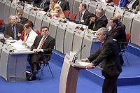 17 NOV 2003, BOCHUM/GERMANY:<br /> Gerhard Schroeder, SPD, Bundeskanzler, waehrend der Rede von Michael Sommer, Vorsitzender Deutscher Gewerkschaftsbund, DGB, SPD Bundesparteitag, Ruhr-Congress-Zentrum<br /> IMAGE: 20031117-01-028<br /> KEYWORDS: Parteitag, party congress, SPD-Bundesparteitag, Gespräch, Gerhard Schröder