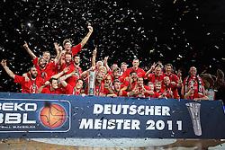 18.06.2011, Stechert Arena, Bamberg, GER, BBL, 5. Playoff Finale Brose Baskets Bamberg vs Alba Berlin, im Bild:.Mannschaftsfoto Sieger Brose Baskets Bamberg.EXPA Pictures © 2011, PhotoCredit: EXPA/ nph/  Will       ****** out of GER / SWE / CRO  / BEL ******