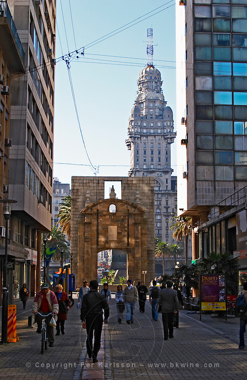 The Salvo Palace building on Plaza Independencia Independence Square, the most imposing building in Montevideo, seen from Avenida 18 de Julio, 18 July street. Pedestrians walking in the foreground. Montevideo, Uruguay, South America