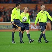 NLD/Rotterdam/20060528 - Voetbal, Nederland - Kameroen, scheidsrechters, Markus Mayr, Konrad Plautz, Markus Freund