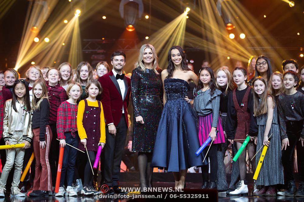 NLD/Zwolle/20191218 - Maxima bij Kerst Muziekgala 2019, Koningin Maxima, Buddy Vedder, en Romy Monteiro