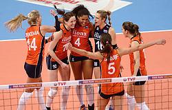 09-01-2016 TUR: European Olympic Qualification Tournament Rusland - Nederland, Ankara<br /> De strijd om Rio of Japan / Laura Dijkema #1, Lonneke Sloetjes #10, Celeste Plak #4, Debby Stam-Pilon #16