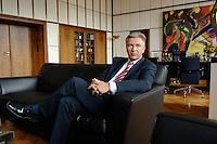 07 AUG 2006, BERLIN/GERMANY:<br /> Klaus Wowereit, SPD, Regierender Buergermeister Berlin, waehrend einem Interview in seinem Buero, Rotes Rathaus<br /> IMAGE: 20060807-01-006<br /> KEYWORDS: Bürgermeister, Büro, sitzt, sitzend