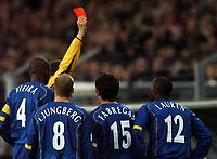Fotball<br /> Foto: BPI/Digitalsport<br /> NORWAY ONLY<br /> <br /> 24/11/2004 PSV Eindhoven v Arsenal<br /> UEFA Champions League, Philips Stadion, Eindhoven<br /> <br /> Lauren is sent off