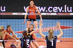 08-01-2016 TUR: European Olympic Qualification Tournament Nederland - Italie, Ankara<br /> De volleybaldames hebben op overtuigende wijze de finale van het olympisch kwalificatietoernooi in Ankara bereikt. Italië werd in de halve finales met 3-0 (25-23, 25-21, 25-19) aan de kant gezet / Debby Stam-Pilon #16, Anne Buijs #11, Lonneke Sloetjes #10