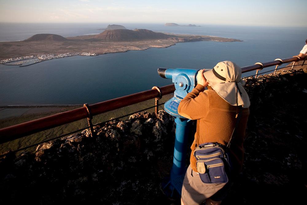 Mirador del río. Espacio creado por el artista y arquitecto Cesar Manrique.  El mirador del río permite ver en su totalidad la isla de La graciosa al norte de lanzarote. Isla de Lanzarote.