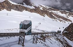 THEMENBILD - Schrägaufzug Gletschershuttle am Kitzsteinhorn, aufgenommen am 16. Juli 2019 in Kaprun, Österreich // Inclined cable car - the glacier shuttle at the Kitzsteinhorn, Kaprun, Austria on 2019/07/16. EXPA Pictures © 2019, PhotoCredit: EXPA/ JFK