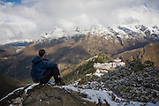 Trekker Ethan Welty looks down onto Tengboche Monastery from a high vantage point, Khumbu (Mount Everest) region, Sagarmatha National Park, Himalaya Mountains, Nepal.