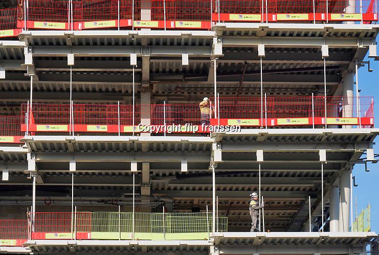 Nederland, Amsterdam, 22-11-2019Bouwactiviteiten bij station Amsterdam Zuid langs de zuidas. Woningen in project Sud.Foto: Flip Franssen