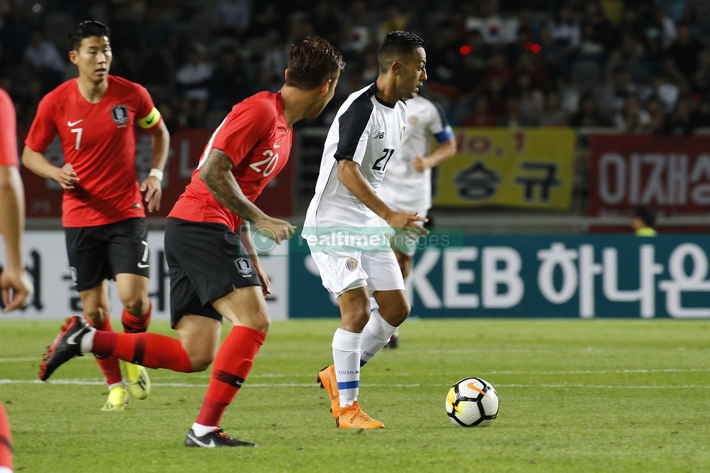 September 7, 2018 - Goyang, Gyeonggi, South Korea - September 7, 2018-Goyang, South Korea-Jang Hyunsoo of South Korea and Jimmy Marin of Costa Rica action on the field during an Football A Match South Korea vs Costa Rica at Goyang Sports Complex in South Korea. Match Won South KOrea, Score by 2-0. (Credit Image: © Ryu Seung-Il/ZUMA Wire)