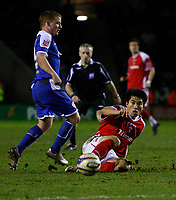 Photo: Steve Bond/Sportsbeat Images.<br /> Leicester City v Charlton Athletic. Coca Cola Championship. 29/12/2007. Gareth McAuley (L) closes in as Zheng Zhi (R) pushes the ball forward