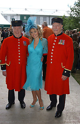 KATHERINE JENKINS with Chelsea pensioners at the 2005 RHS Chelsea Flower Show on 23rd May 2005<br /><br />NON EXCLUSIVE - WORLD RIGHTS