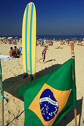 A praia do Leblon é uma extensão à direita da praia de Ipanema. Não é tão freqüentada, mas a larga faixa de areia permite a prática de vários esportes. O Mirante do Leblon, localizado no extremo canto direito permite uma vista deslumbrante, principalmente quando o mar está em ressaca. Atenção: Devido a problemas de poluição, esta praia geralmente está imprópria para o banho. FOTO: Jefferson Bernardes/Preview.com