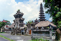 Bali, Badung, Seseh. A nice little temple close to the Seseh beach.