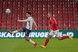 Trent Alexander-Arnold (England) og Martin Braithwaite (Danmark) under UEFA Nations League kampen mellem Danmark og England den 8. september 2020 i Parken, København (Foto: Claus Birch).