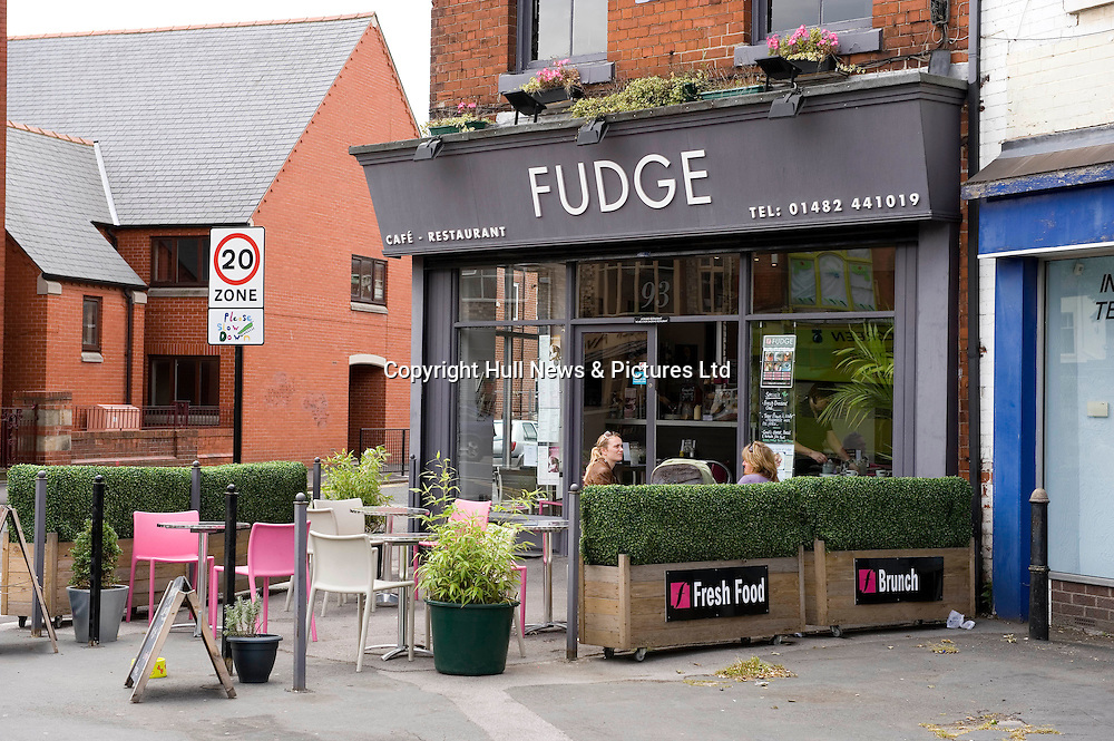 27 June 2008: Cafe bars and restaurants in Princes Avenue, Hull. Fudge Cafe Bar.<br /> Picture:Sean Spencer/Hull News & Pictures 01482 210267/07976 433960<br /> High resolution picture library at http://www.hullnews.co.uk<br /> ©Sean Spencer/Hull News & Pictures Ltd