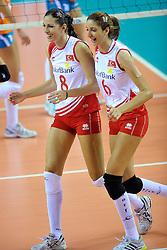 18-09-2011 VOLLEYBAL: DELA TROPHY NEDERLAND - TURKIJE: ALMERE<br /> Nederland wint met 3-0 van Turkije en wint hierdoor de DELA Trophy / Bahar Toksoy, Polen Uslupehlivan<br /> ©2011-FotoHoogendoorn.nl