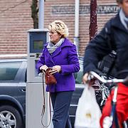 NLD/Amsterdam/20130411 - Simone Kleinsma doet boodschappen in Amsterdam