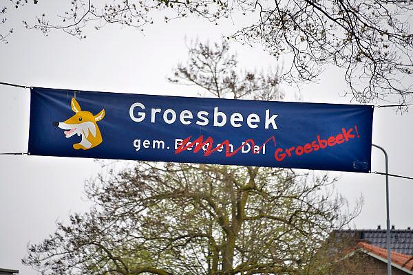 Nederland, Groesbeek, 2-5-2013Op een gemeentelijk spandoek is de nieuwe naam van de gemeente, Berg en Dal, doorgestreept en vervangen door die van Groesbeek. Veel inwoners van dit dorp zijn het niet eens met de voorgestelde nieuwe naam van de gemeente na samenvoeging met Millingen aan de Rijn en Ubbergen.Foto: Flip Franssen/Hollandse Hoogte