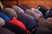 15.10.203 Bohoniki (woj podlaskie) Polscy Tatarzy rozpoczeli swieto Kurban Bajram (Swieto Ofiarowania) jedno z najwazniejszych swiat muzulmanskich. W Bohonikach doszlo do przepychanki z obroncami praw zwierzat N/z modlitwa w meczecie fot Michal Kosc / AGENCJA WSCHOD