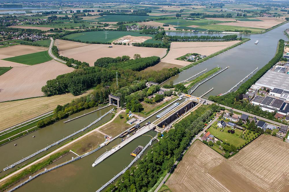 Nederland, Limburg, Gemeente  Sittard-Geleen, 27-05-2013; Julianakaal met sluizencomplex Born. De sluizen worden gerenoveerd. Gezien naar het Noorden.<br /> Shipping locks Julianacanal (Meuse canal).<br /> luchtfoto (toeslag op standard tarieven);<br /> aerial photo (additional fee required);<br /> copyright foto/photo Siebe Swart.