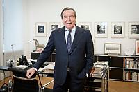 11 DEC 2019, HANNOVER/GERMANY:<br /> Gerhard Schroeder, SPD, Bundeskanzler a.D., im Buero seiner Anwaltskanzlei<br /> IMAGE: 20191211-01-038<br /> KEYWORDS: Gerhard Schröder, Büro