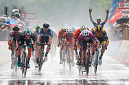 Arrival sprint Elia Viviani (ITA - QuickStep - Floors) - Sam Bennett (IRL - Bora - Hansgrohe) during the 101th Tour of Italy, Giro d'Italia 2018, stage 17, Riva del Garda - Iseo 155 km on May 23, 2018 in Italy - Photo Luca Bettini / BettiniPhoto / ProSportsImages / DPPI