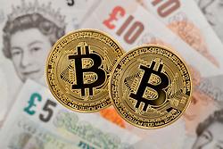THEMENBILD - Der Bitcoin ist nach einem Kursanstieg von mehr als 1000 Prozent seit Jahresbeginn auf über 11.000 Dollar gestiegen. Derart starke Tagesschwankungen wie aktuell beim Bitcoin kommen bei herkömmlichen Währungen äußerst selten vor. Aufgenommen am 10. November 2017 in Stuttgart // The Bitcoin had risen to over $ 11,000 after a rise of more than 1000 percent since the beginning of the year. Such strong daily fluctuations as currently the Bitcoin occur with conventional currencies extremely rarely. Pictured in Stuttgart, Germany on 2017/11/10. EXPA Pictures © 2017, PhotoCredit: EXPA/ Eibner-Pressefoto/ Weber<br /> <br /> *****ATTENTION - OUT of GER*****