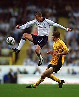 Fotball. Treningskamp. 07.08.2002.<br /> Tottenham v Celtic.<br /> Chris Perry, Tottenham.<br /> Colin Healy, Celtic.<br /> Foto: Matthew Impey, Digitalsport